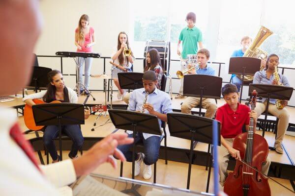 kids in music class