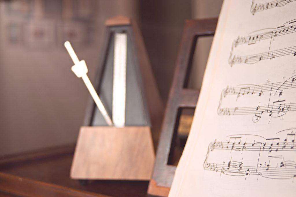 metronome helps avoid bad drumming habit