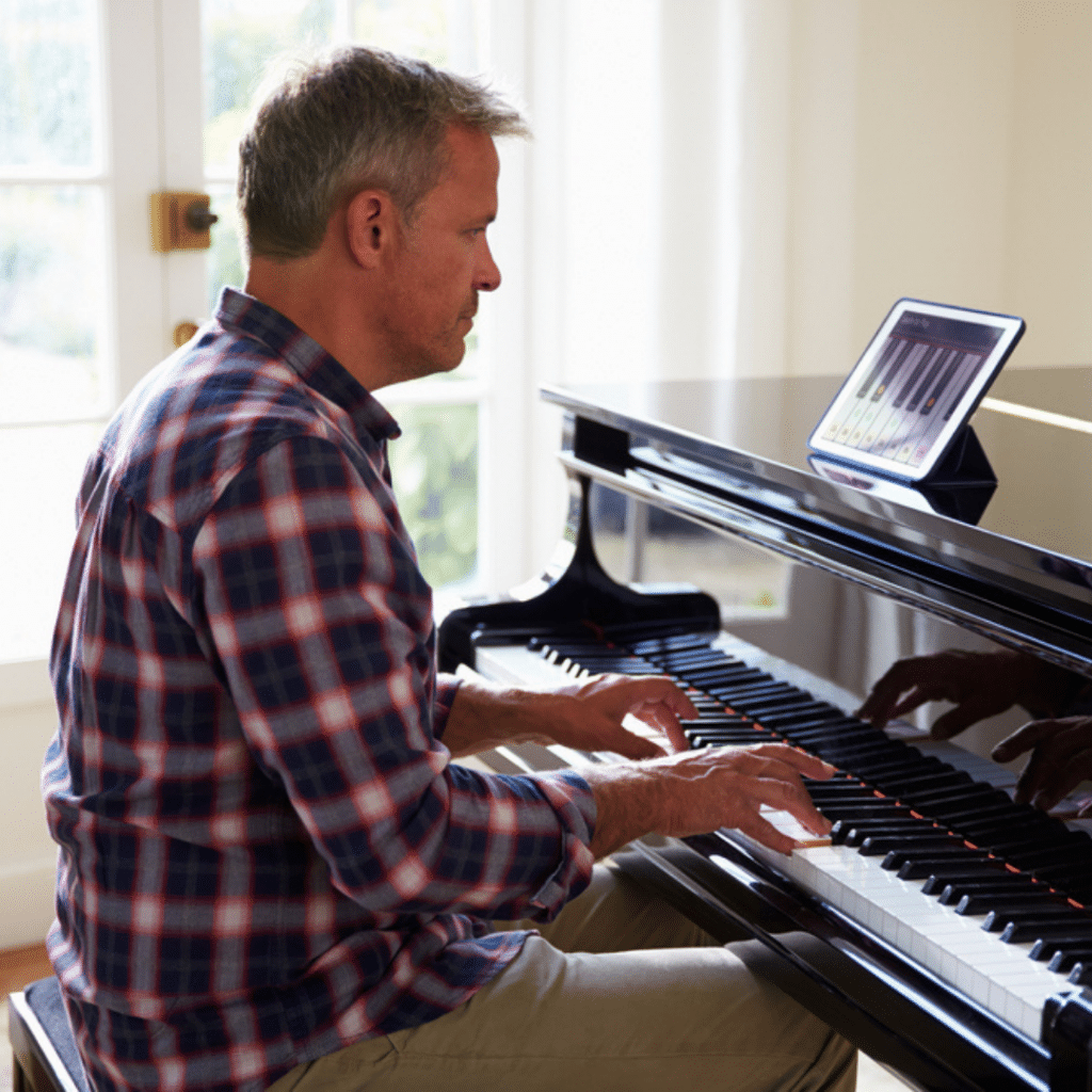 Learning Piano Online vs In-Person